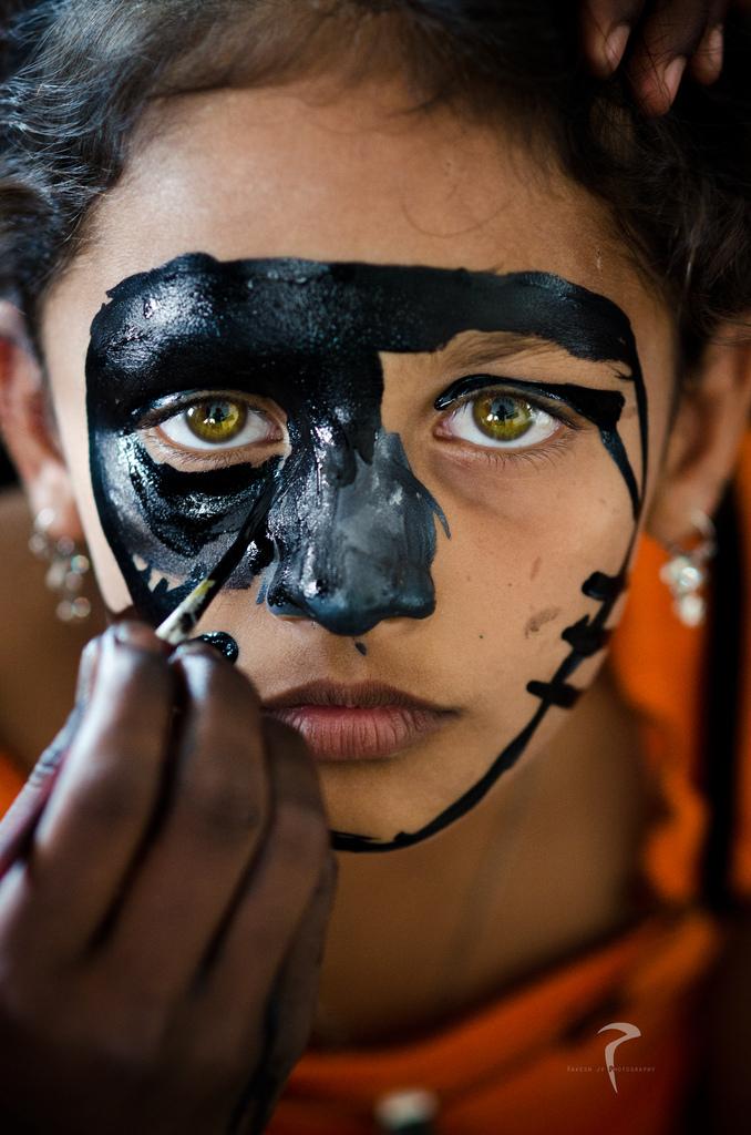 Intiaani Kasvomaalaus