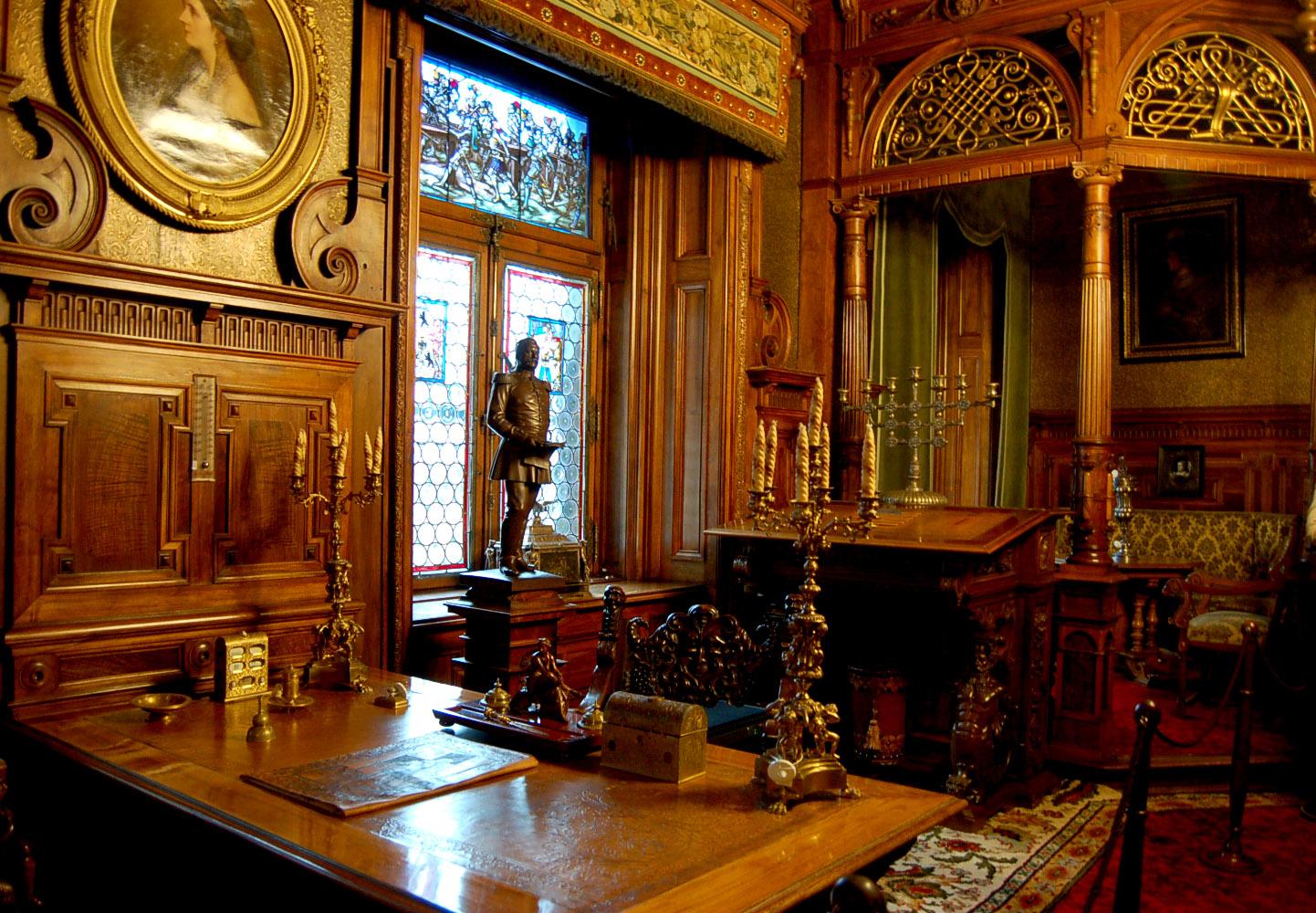 http://www.tunturisusi.com/pelesinlinna/kuninkaallinensviitti2.jpg